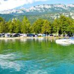 Camping avec plage privée proche d'Annecy : découvrez le Lac Bleu